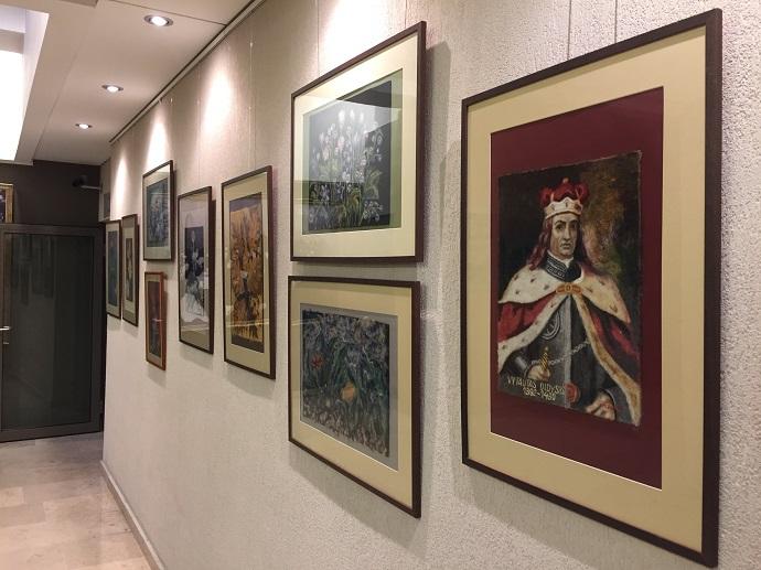 Seimo rūmų erdvę papuošė Kauno rajono socialinių paslaugų centro lankytojų kūrybinių darbų paroda